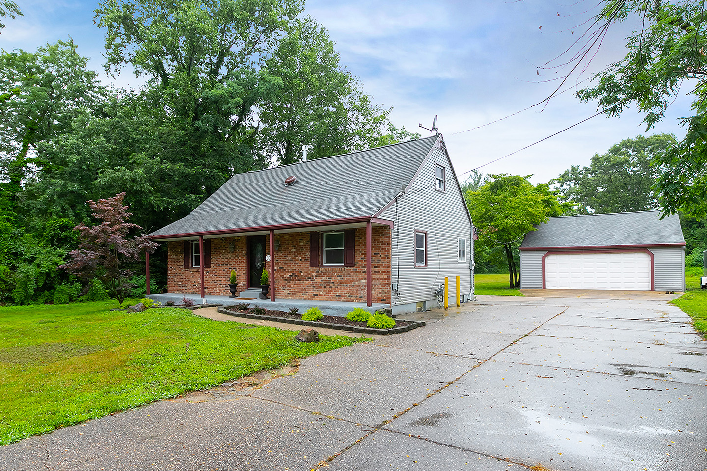 69 Plymouth Rd, Sicklerville NJ 08081