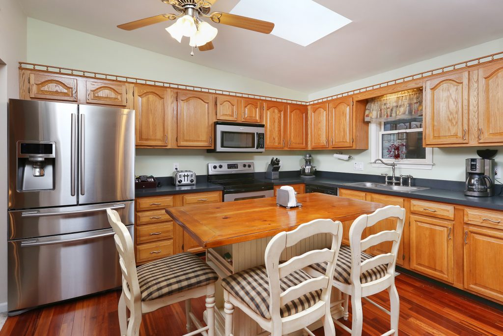 240 stetser ave blackwood nj 08012 mls 6996561 the for Kitchen cabinets 08080